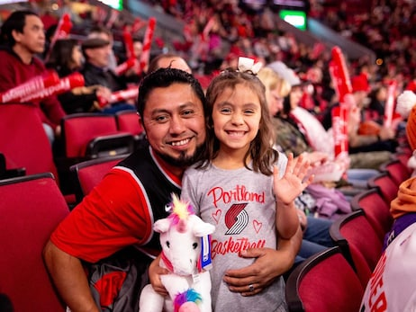 PHOTOS » First kids game at Moda Center