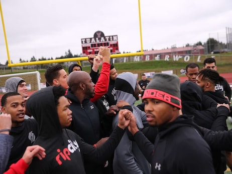 PHOTOS » Trail Blazers football field workout at Tualatin High School