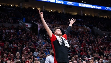 PHOTOS » Late Threes Lift Blazers Past Timberwolves