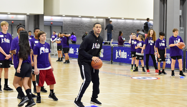 VIDEO » Seth Gives Back to his Hometown at Jr. NBA Day