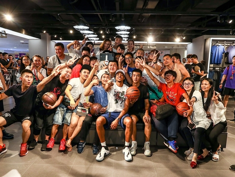 PHOTOS » CJ McCollum Tours China