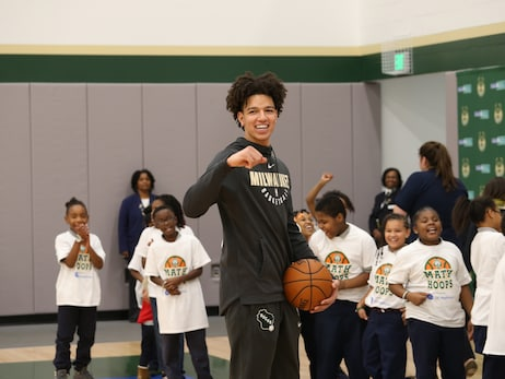 Bucks & GE Healthcare Host NBA Math Hoops with D.J. Wilson & Vin Baker