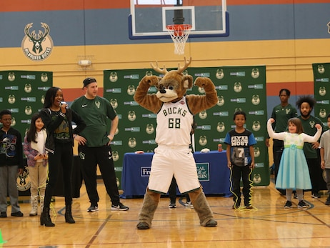 Bucks and Froedtert & The Medical College of Wisconsin Host BucksFit