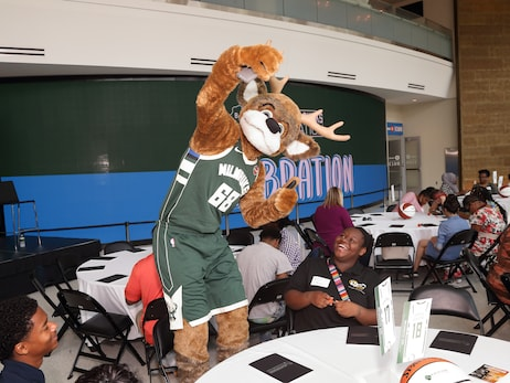 Milwaukee Bucks Foundation To Give $500,000 In Grants In 2019