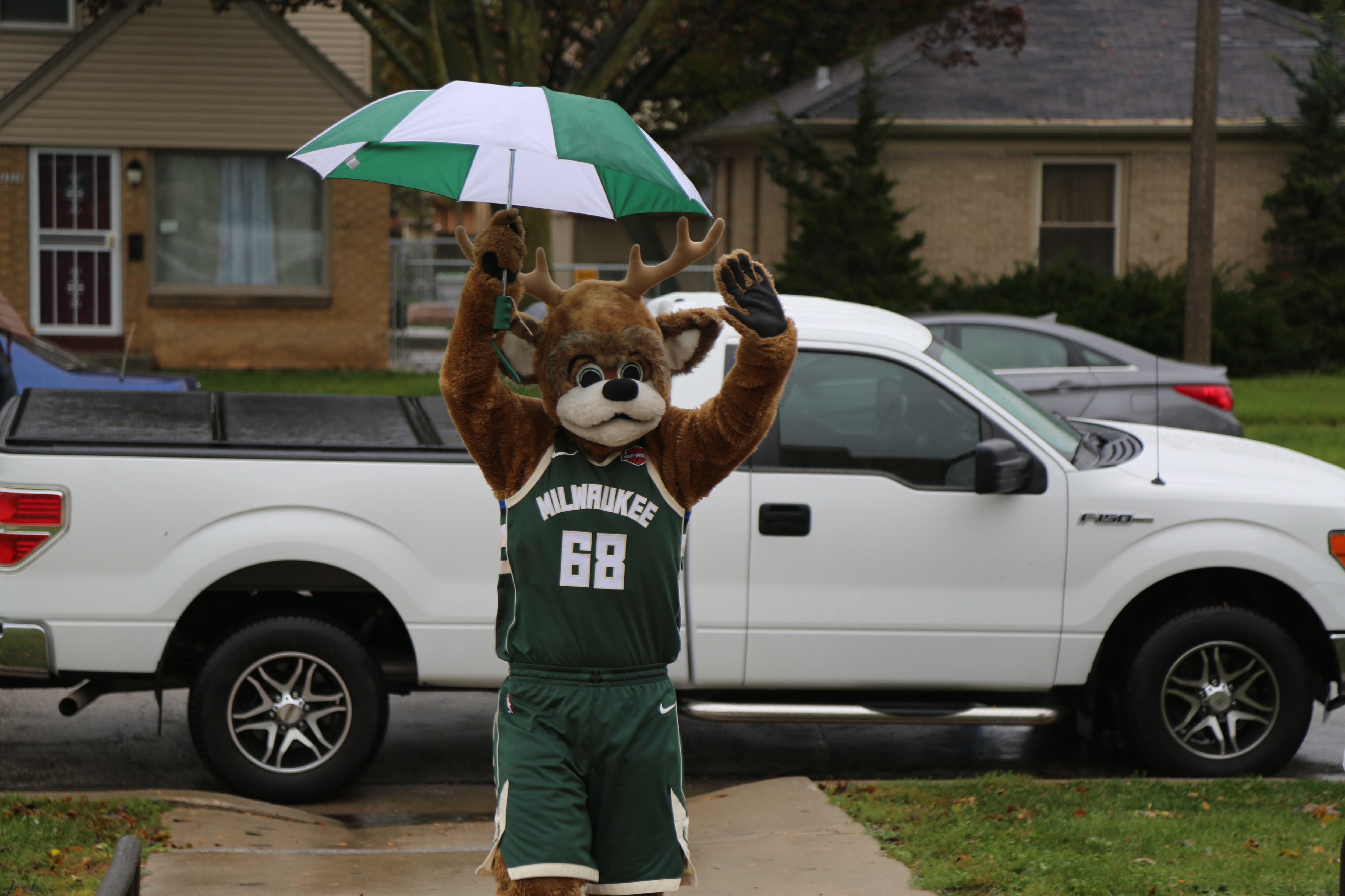 Bucks Partner With Buycostumes Com To Deliver Free