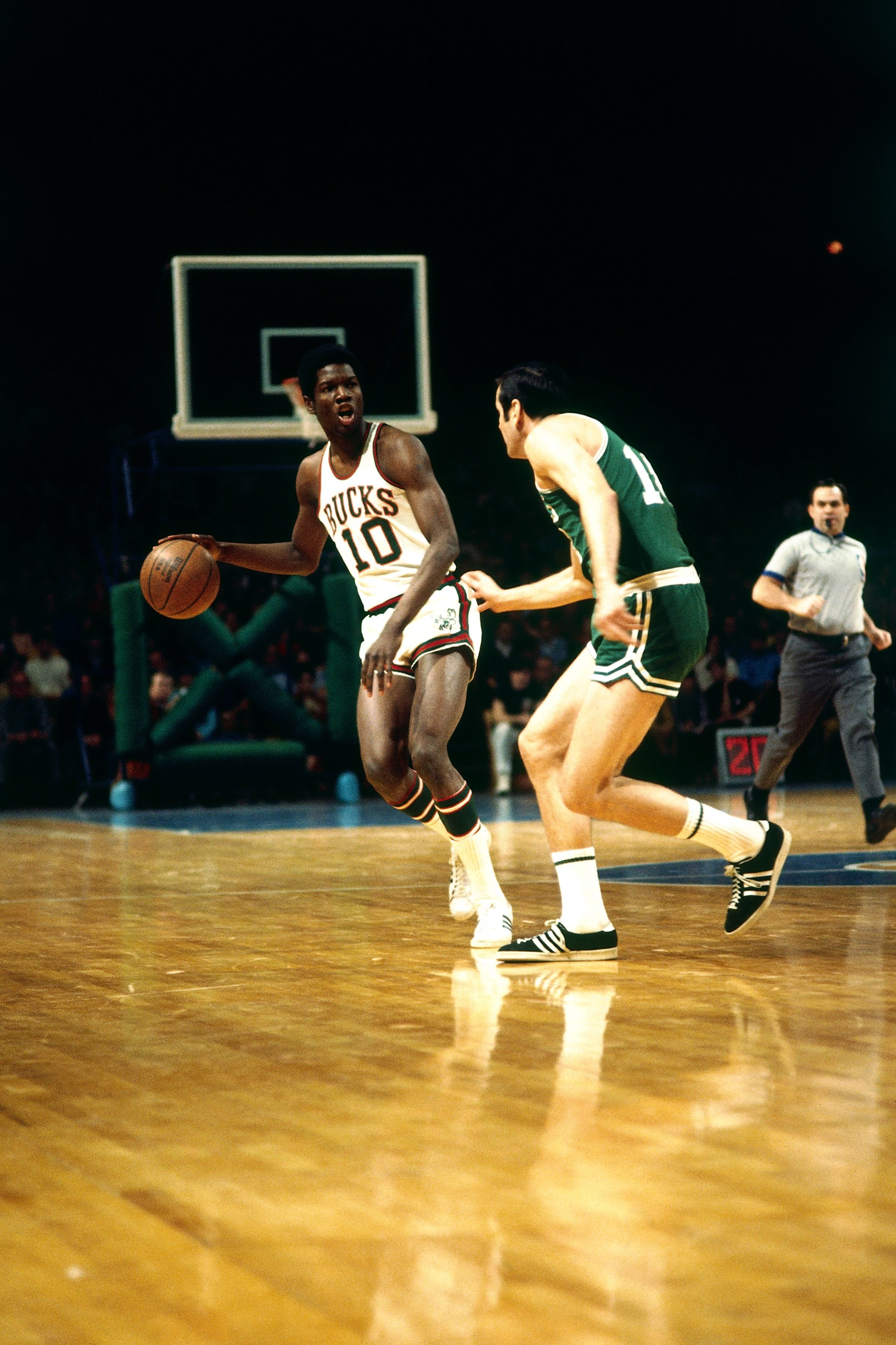 Bucks to Retire Number 10 in Honor of Bob Dandridge