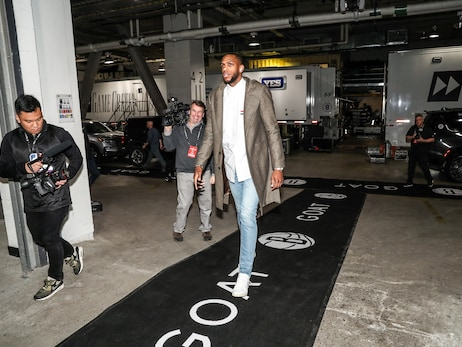 Bucks In Six: Team Arrives To Barclays Center