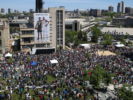 Thousands Of Fans Gather In Schlitz Park To Celebrate The Bucks New Uniforms