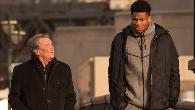 Giannis Antetokounmpo Says His Never Give Up Persistence Selling Trinkets On The Street As A Boy Is The Same Trait Driving His Nba Success 60 Minutes Milwaukee Bucks