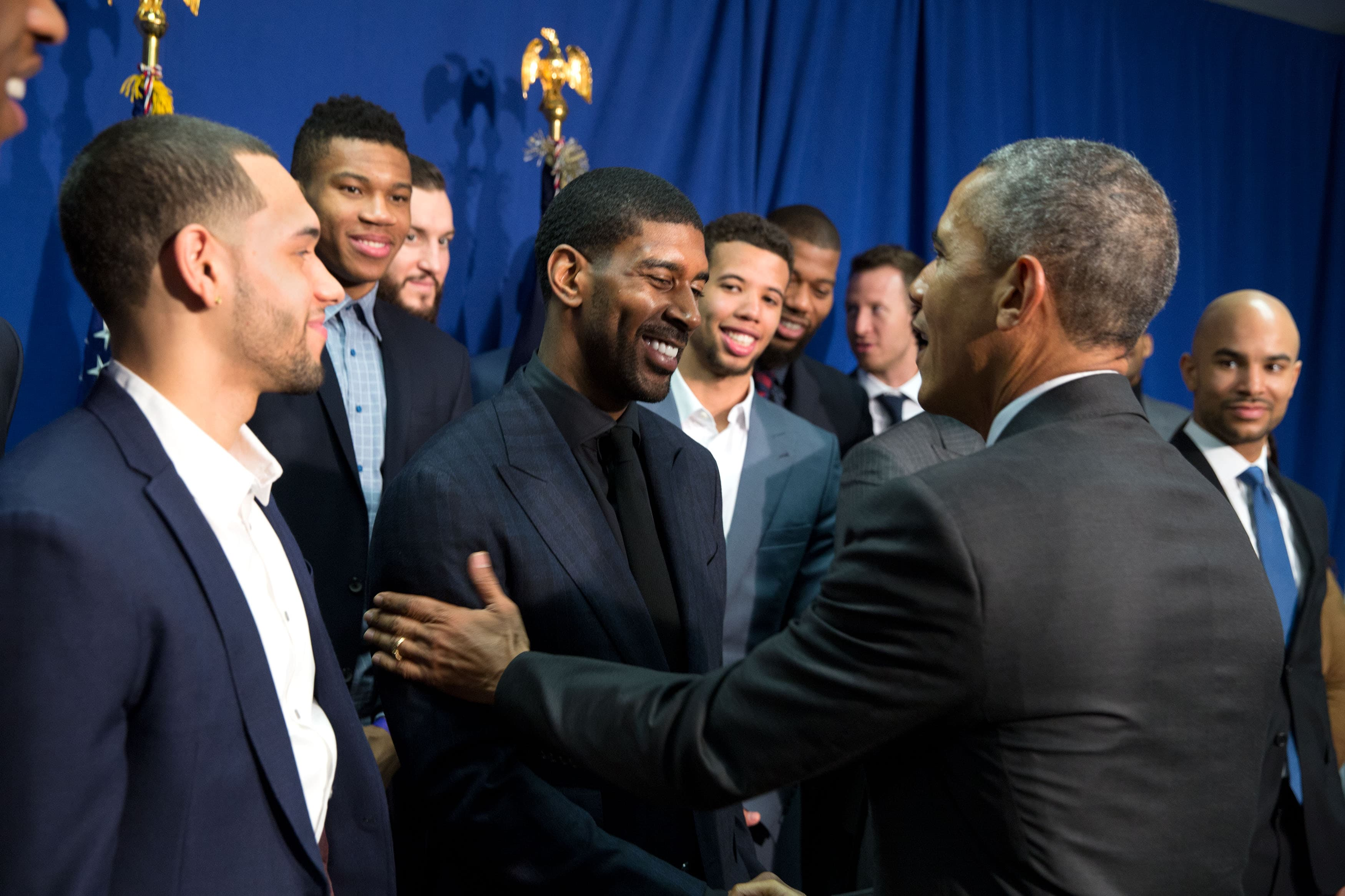 The bucks meet president obama milwaukee bucks president barack obama greets milwaukee bucks basketball players and joins them for a group photo at m4hsunfo