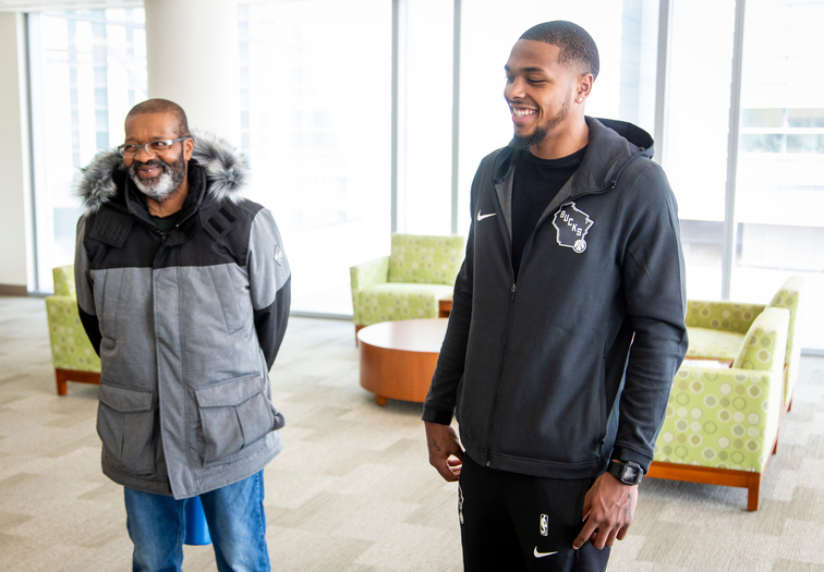 Sterling Brown Visits Patients at Froedtert & MCW Center for Advanced Care