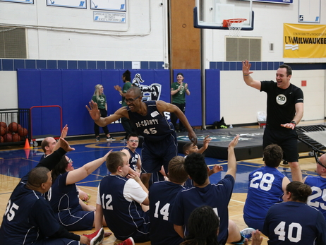 Sidney Moncrief Hosts Special Olympics of Wisconsin Basketball Clinic