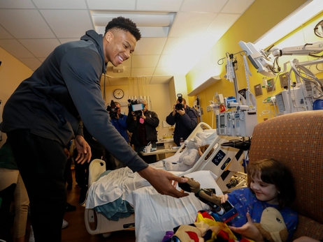 Bucks Spread Holiday Cheer At Children's Hospital