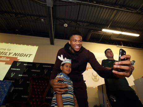 Giannis' Family Night: Holiday Edition