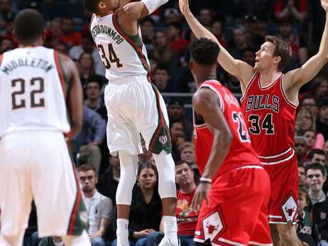 Game Action - Bucks vs Bulls - 04/01/15