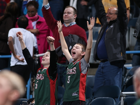 The Best Tweets As The Bucks Stomp Pistons