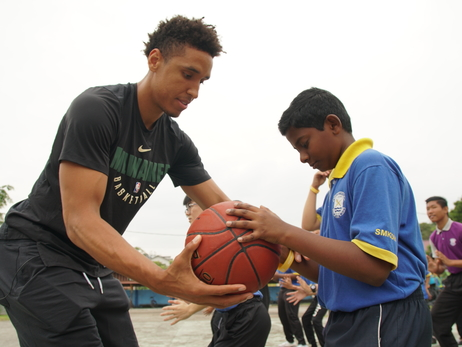 Malcolm Brogdon Hosts a Clinic and A Net Installation at Local Malaysian School
