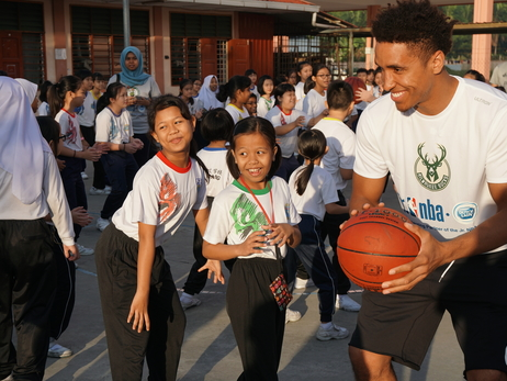 Malcolm Hosts Basketball Clinic For Over 100 Children In Malaysia