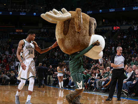 Game Action: Bucks vs Jazz | 12.09.17