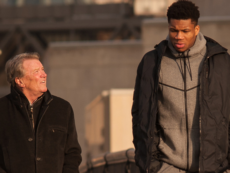 "GIANNIS ANTETOKOUNMPO SAYS HIS NEVER-GIVE-UP PERSISTENCE SELLING TRINKETS ON THE STREET AS A BOY IS THE SAME TRAIT DRIVING HIS NBA SUCCESS  – ""60 MINUTES"""