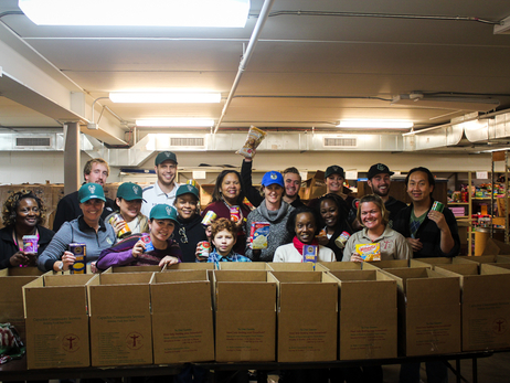 Milwaukee Bucks Family Packs 150 Thanksgiving Dinners