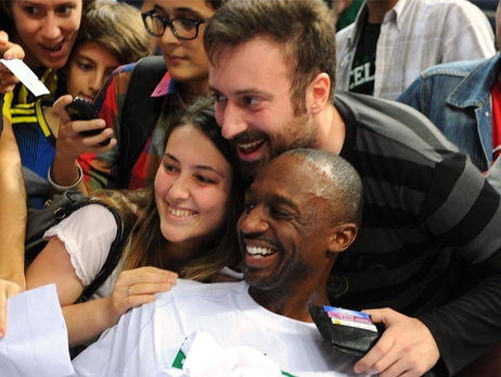 Bucks Fans Welcome Jason Terry To Milwaukee