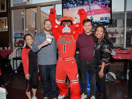 Road Watch Party at Joe's on Weed St. (03.26.19)