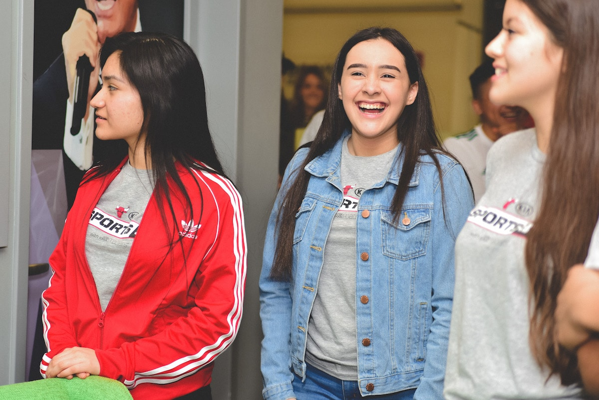 STUDENTS IN KIA'S SPORTS 37 PROGRAM GET BACKSTAGE TOUR OF