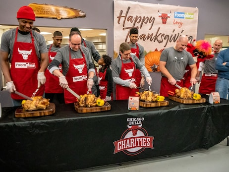Bulls and The RoomPlace Host 17th Annual Thanksgiving Dinner at Pacific Garden Mission