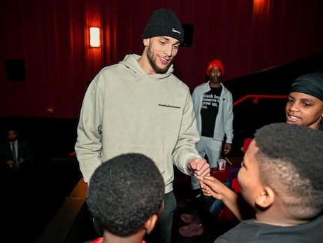 Zach LaVine Hosts Students for Movie Screening