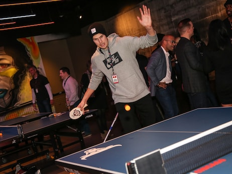 The Bulls square off against fans in ping pong for Chicago Bulls Charities