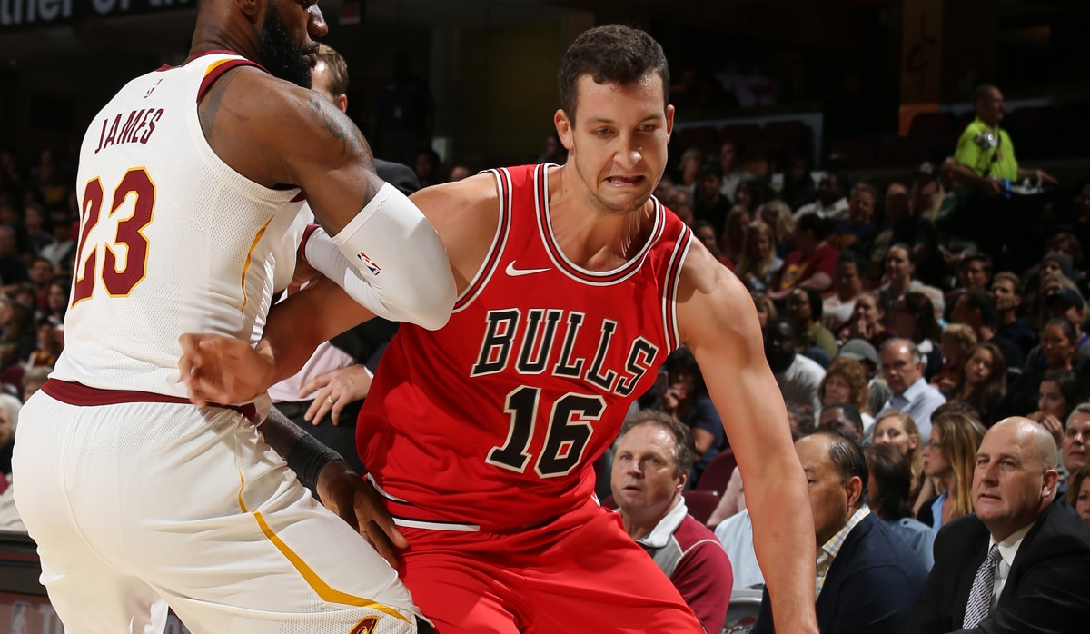 Paul Zipser guarded by LeBron James in preseason game against Cleveland
