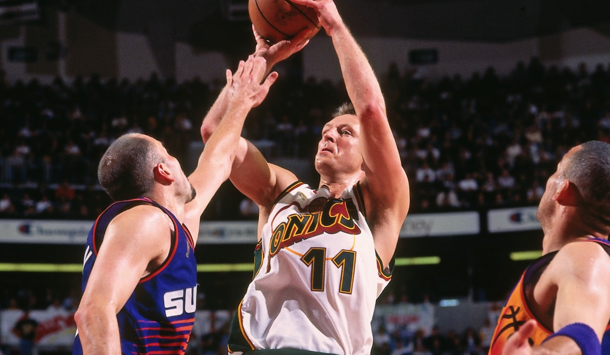 Detlef Schrempf of the Seattle Supersonics