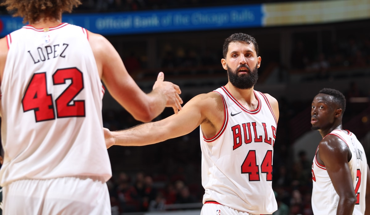 Nikola Mirotic high fives his teammate Robin Lopez