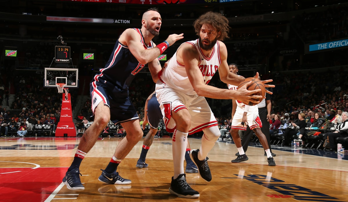 Robin Lopez #42 of the Chicago Bulls handles the ball against the Washington Wizards on December 31, 2017 at Capital One Arena in Washington, DC.