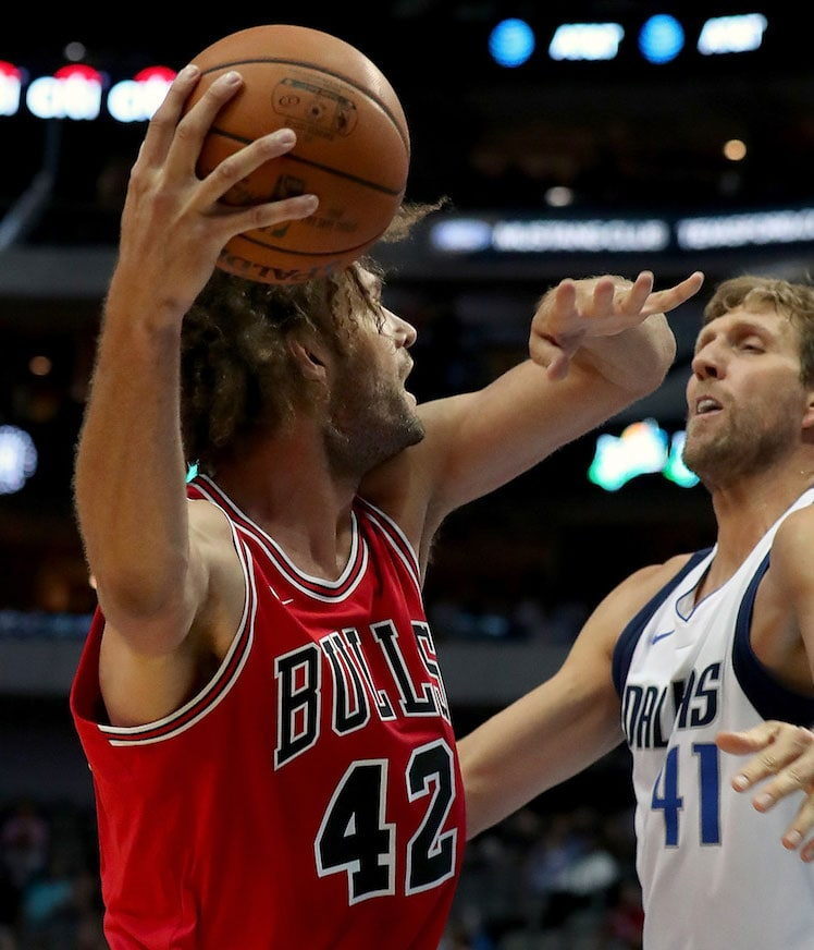 Robin Lopez looks to pass the ball against the Dallas Mavericks.