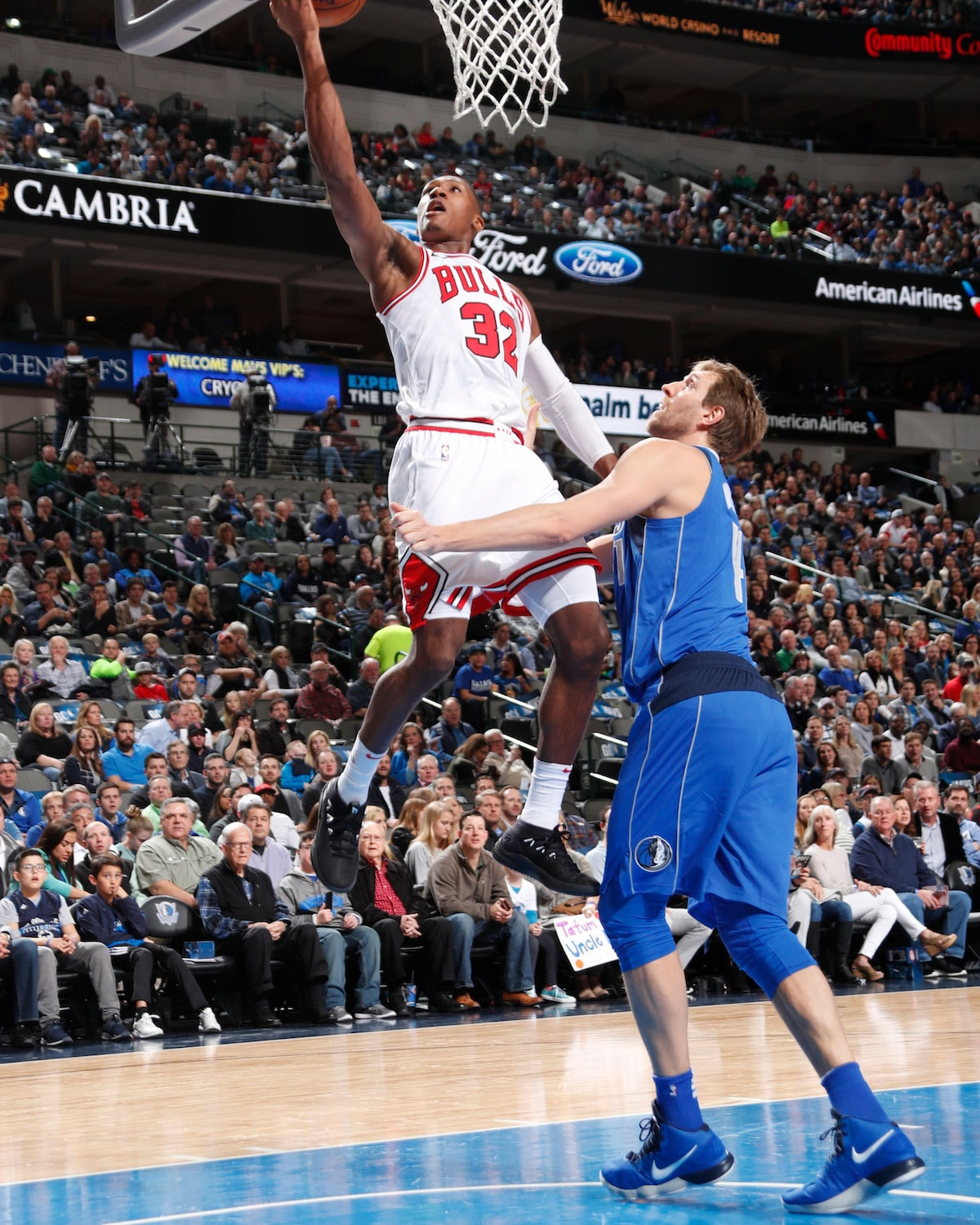 Kris Dunn #32 of the Chicago Bulls shoots a lay up against Dirk Nowitzki #41 of the Dallas Mavericks