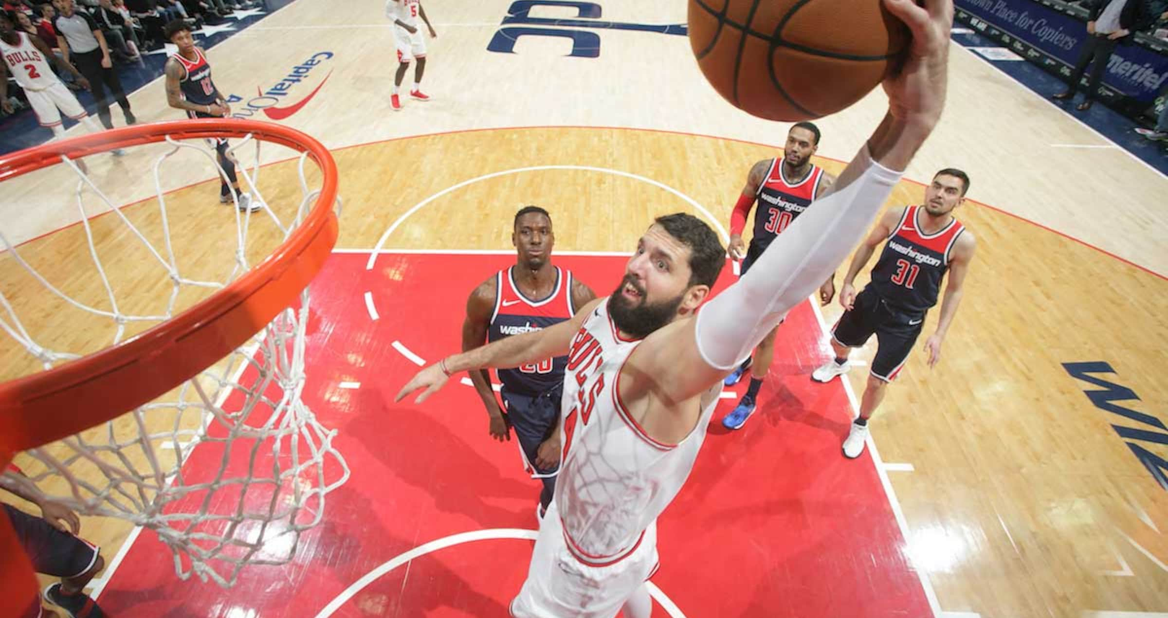 Nikola Mirotic dunks the ball agains the Washington Wizards