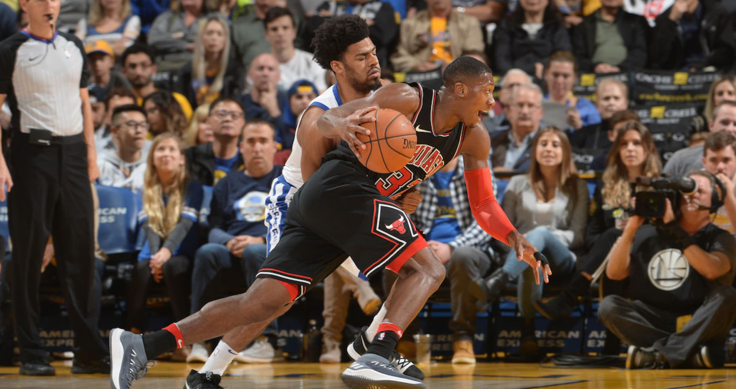 Kris Dunn #32 of the Chicago Bulls handles the ball against the Golden State Warriors on November 24, 2017 at ORACLE Arena in Oakland, California.