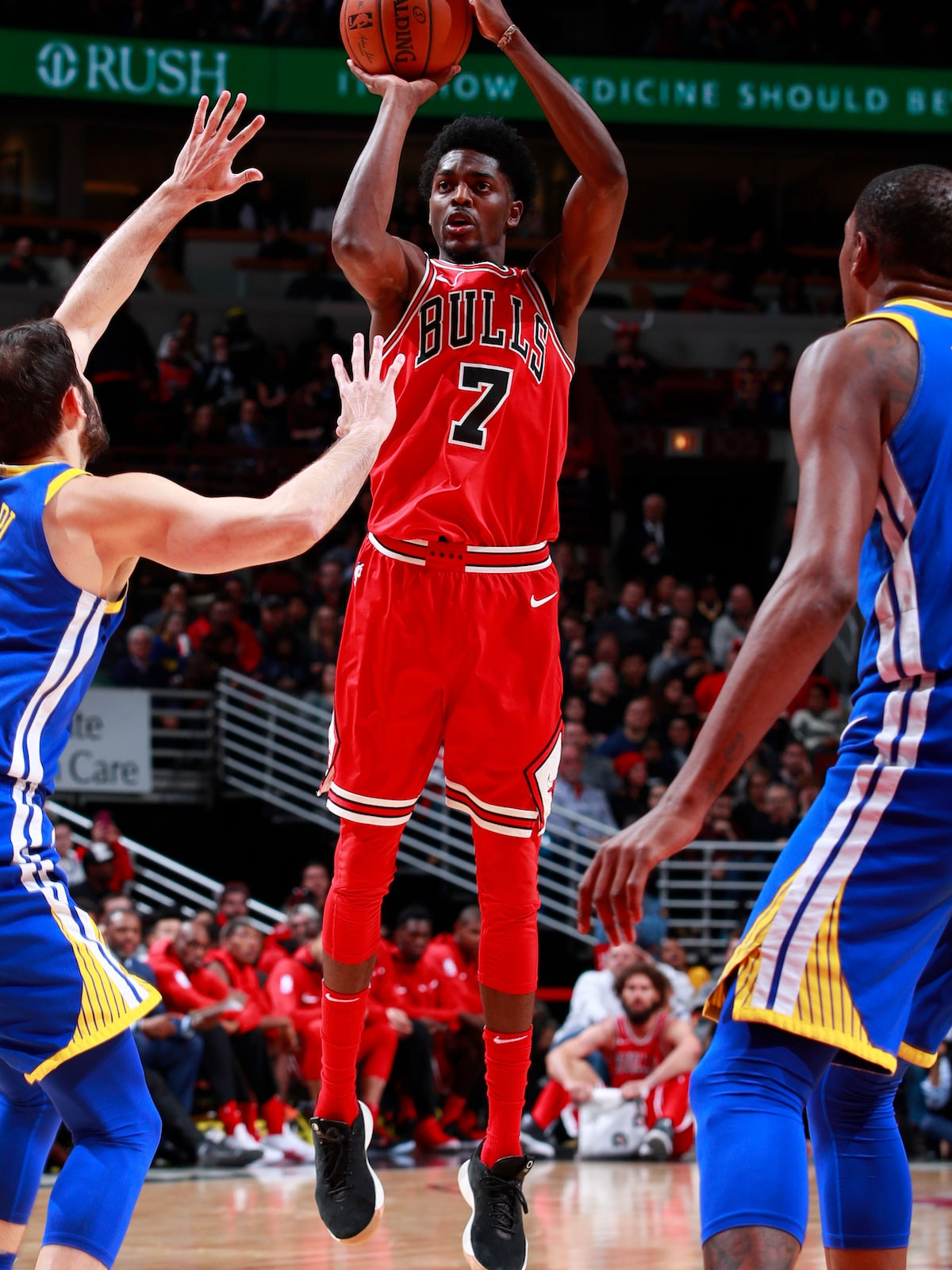 Justin Holiday #7 of the Chicago Bulls shoots the ball against the Golden State Warriors on January 17, 2018 at the United Center in Chicago, Illinois.