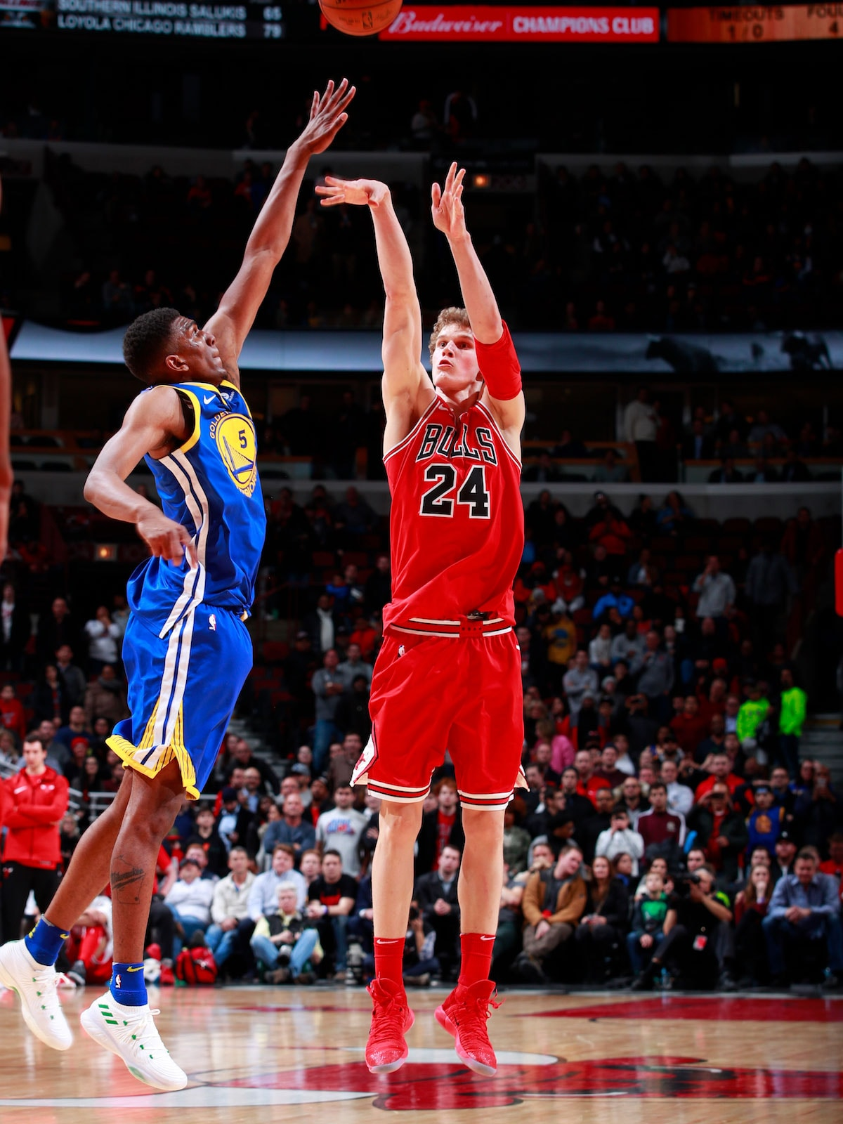 Lauri Markkanen #24 of the Chicago Bulls shoots the ball against the Golden State Warriors on January 17, 2018 at the United Center in Chicago, Illinois