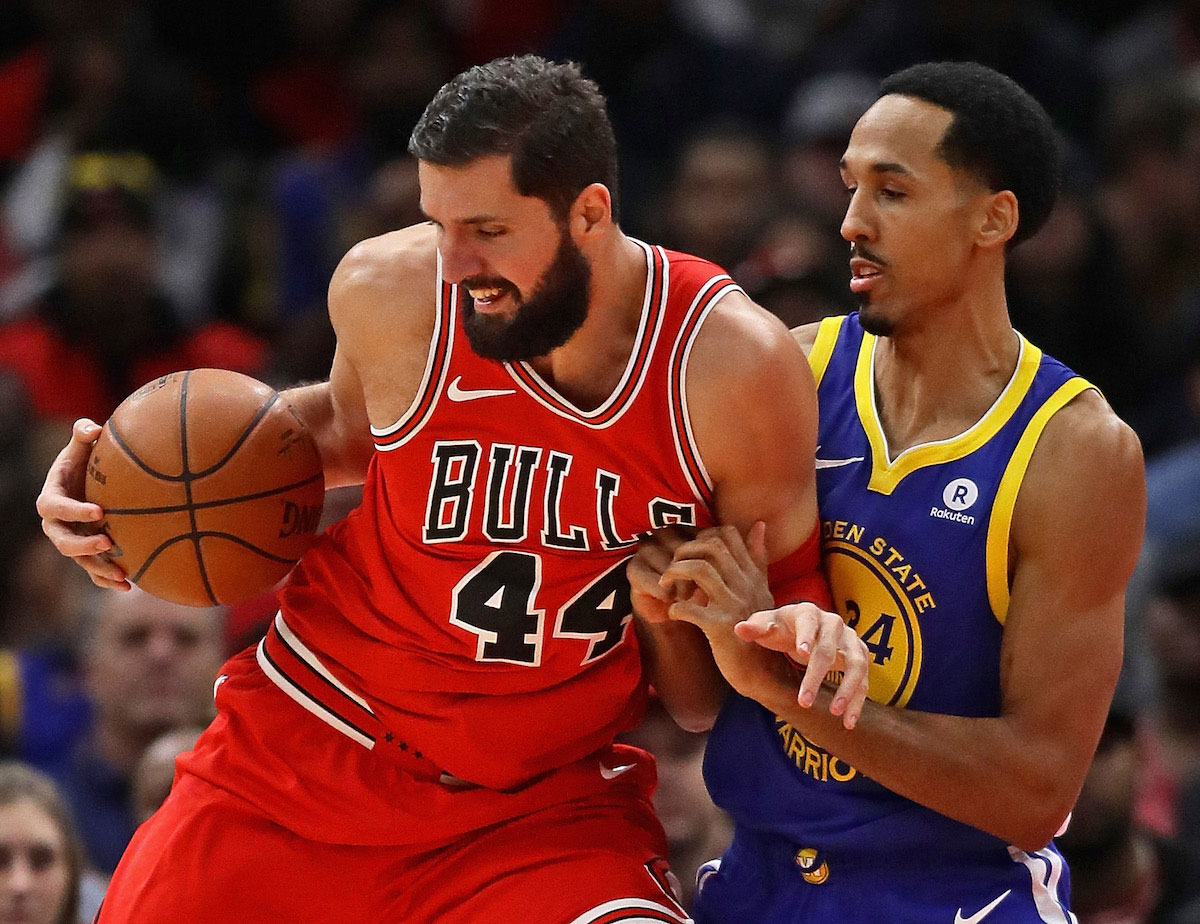 Nikola Mirotic #44 of the Chicago Bulls moves against Shaun Livingston #34 of the Golden State Warriors at the United Center on January 17, 2018 in Chicago, Illinois.