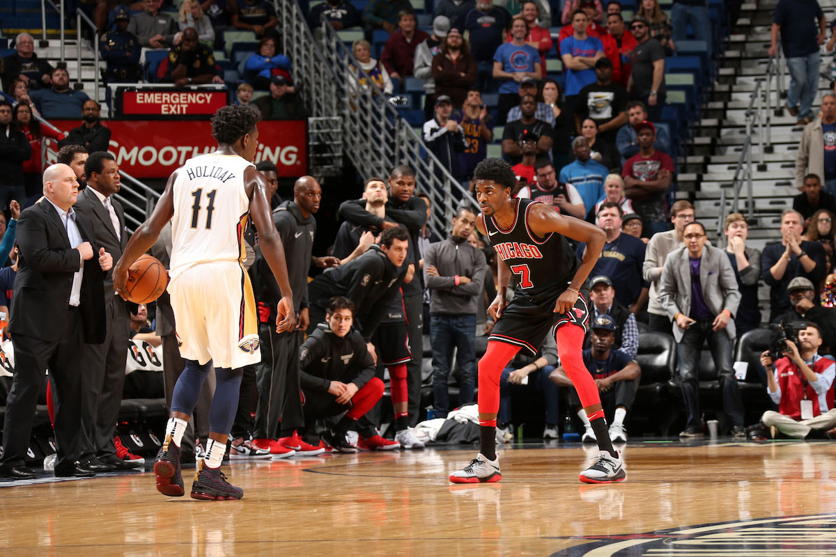 Justin Holiday #7 of the Chicago Bulls plays defense against the New Orleans Pelicans