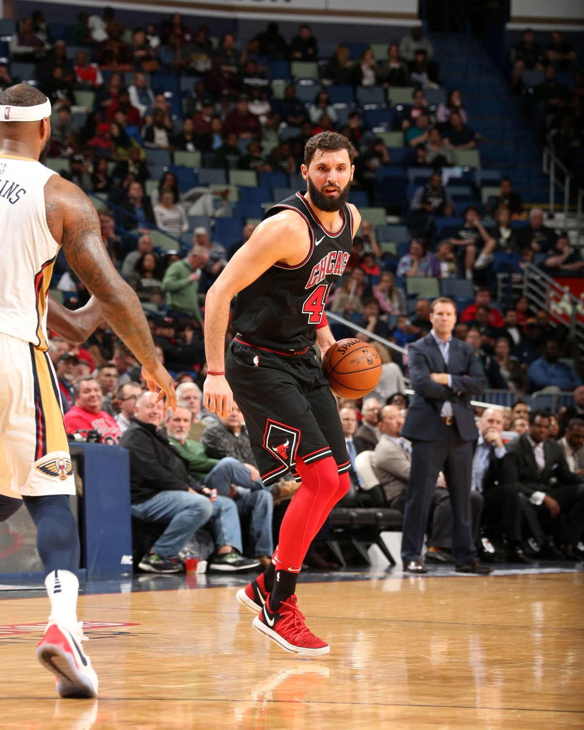 Mirotic dribbling the ball agains the Pelicans.