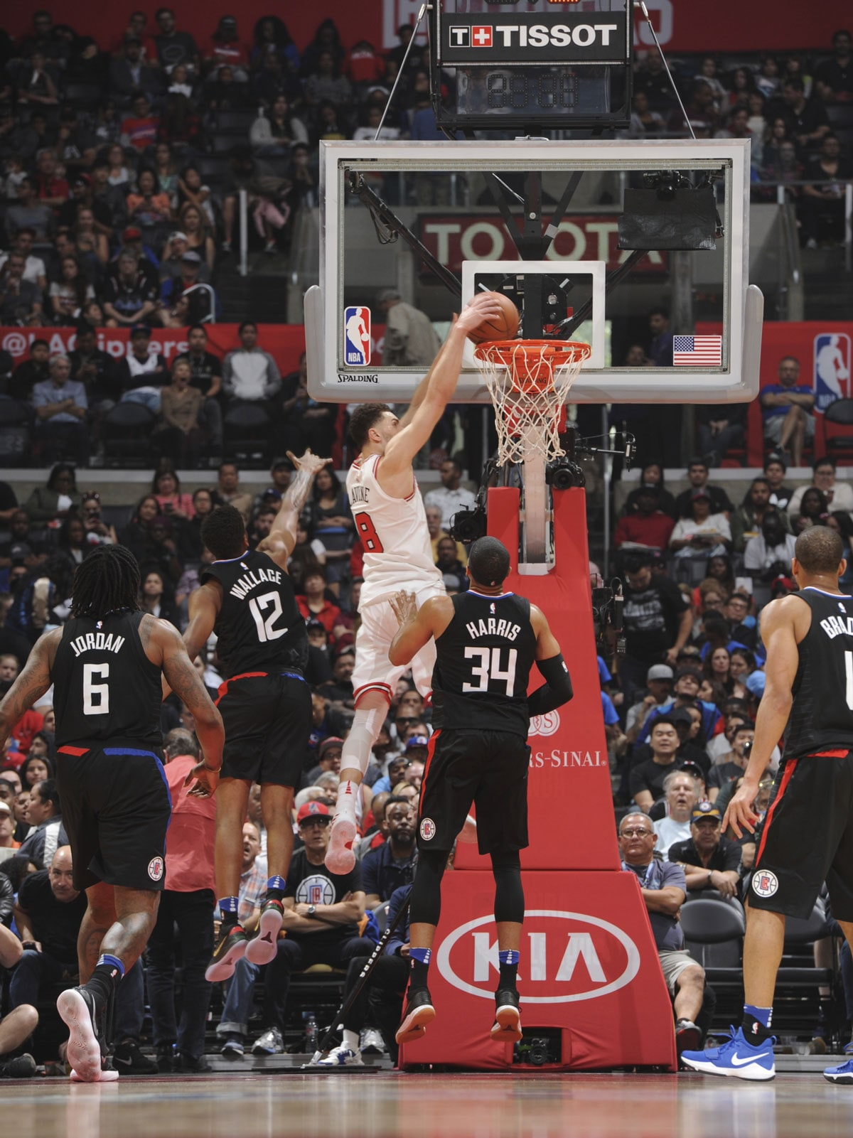 Zach LaVine dunks the ball against the LA Clippers