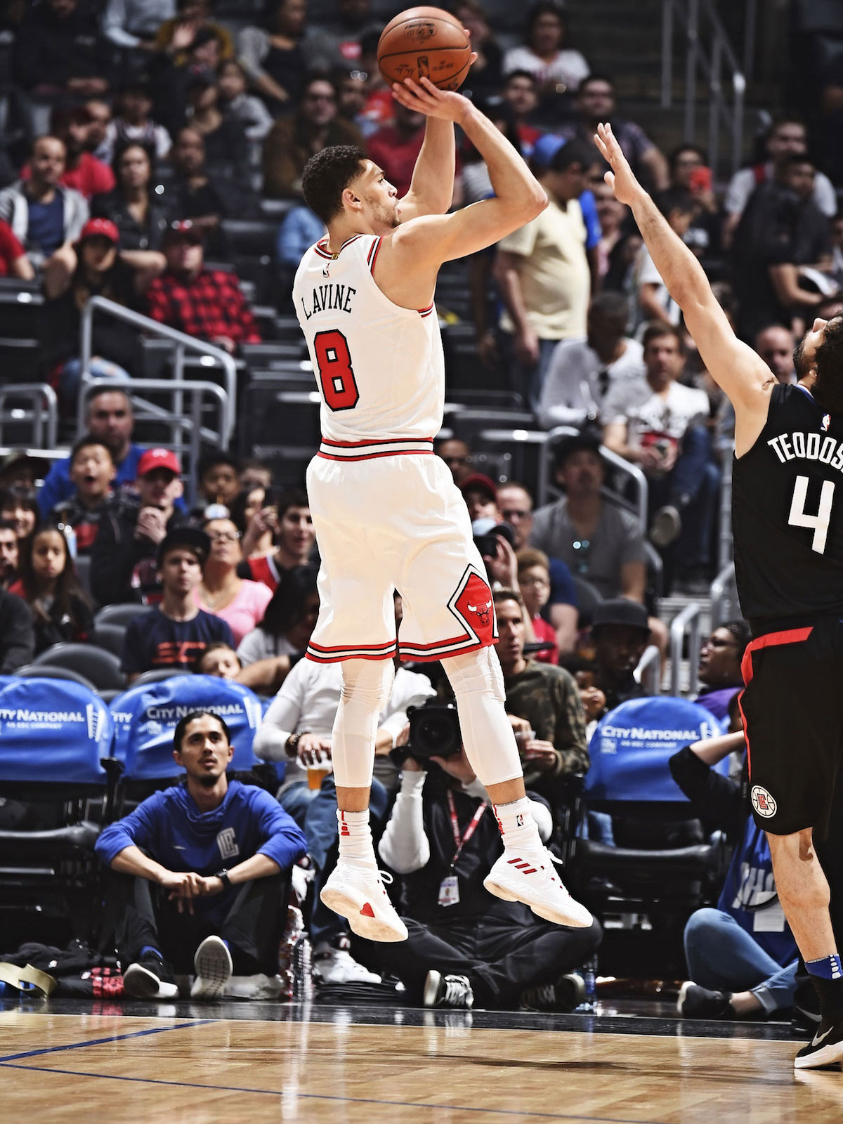 Zach LaVine shoots the ball against the LA Clippers