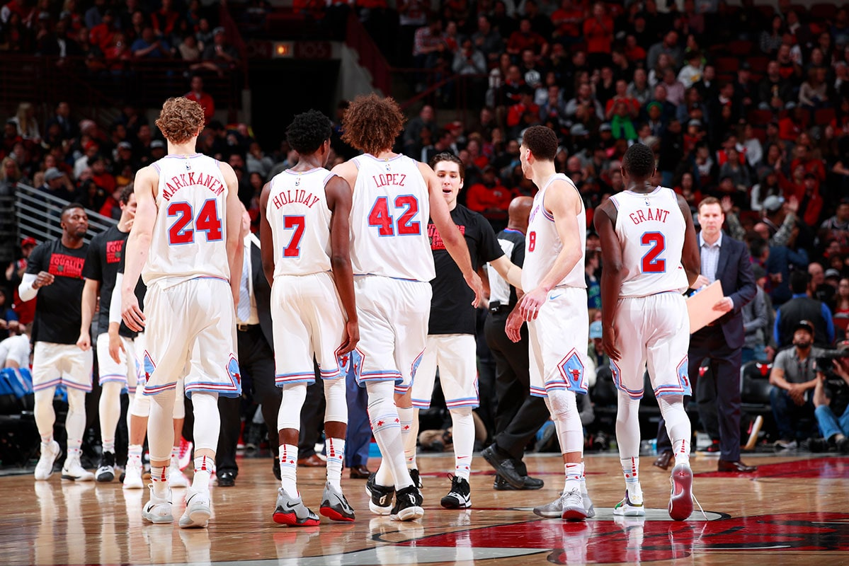 The Chicago Bulls team walking to the bench