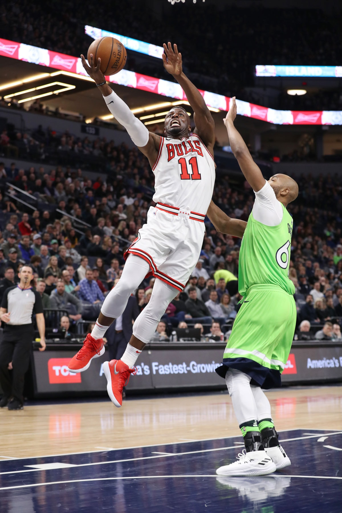 David Nwaba #11 of the Chicago Bulls shoots the ball during the game against the Minnesota Timberwolves
