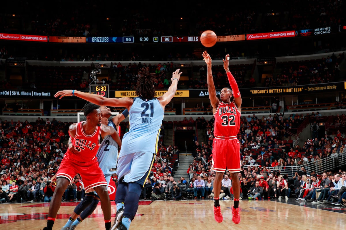 Kris Dunn #32 of the Chicago Bulls shoots the ball during the game against the Memphis Grizzlies