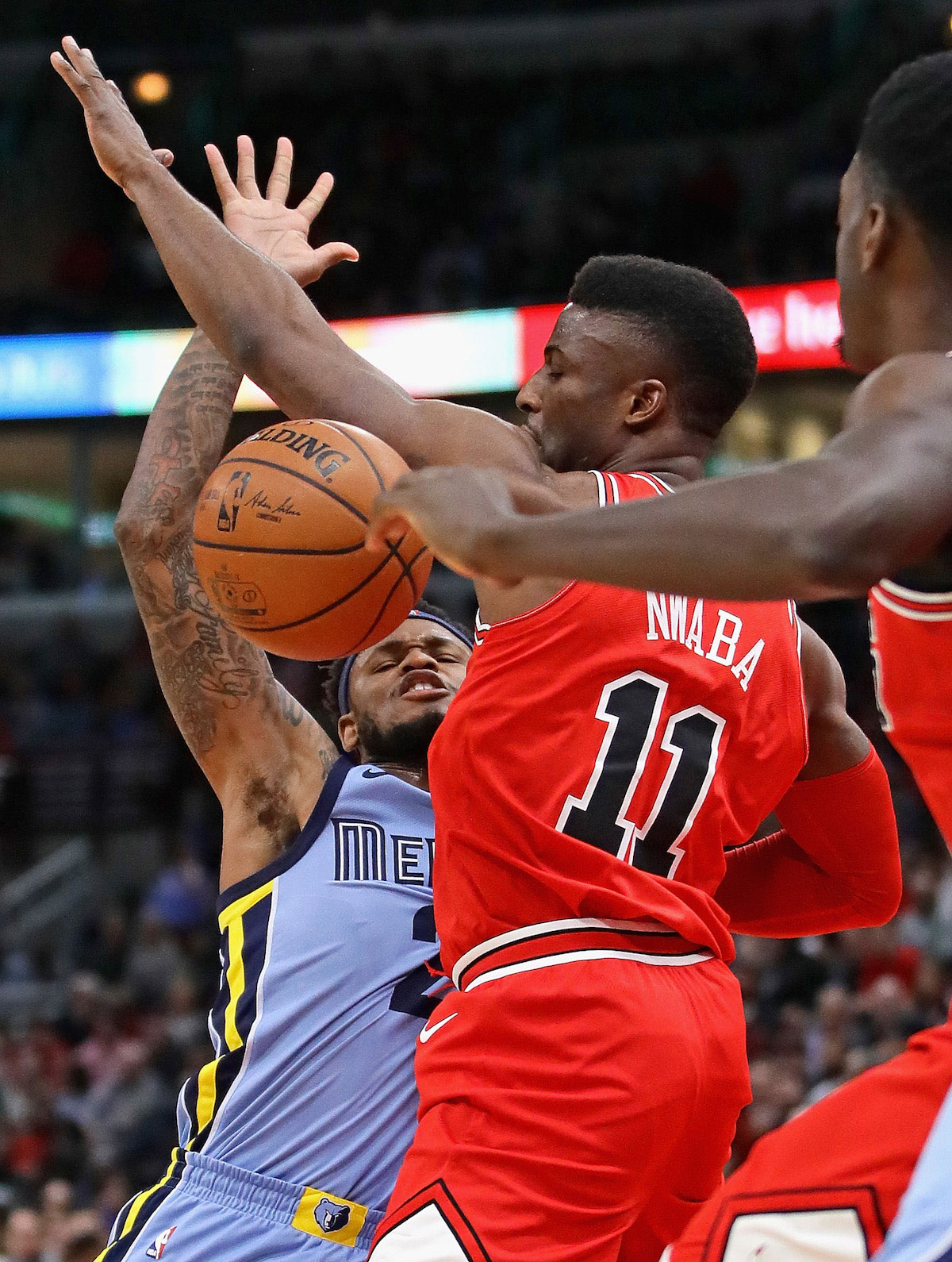 Ben McLemore #23 of the Memphis Grizzlies looses control of the ball under pressure from David Nwaba #11 of the Chicago Bulls